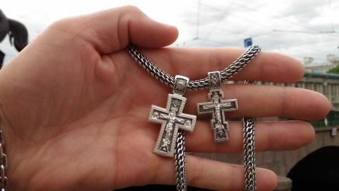 У избитого балашовца отняли серебряные цепочку и крестик