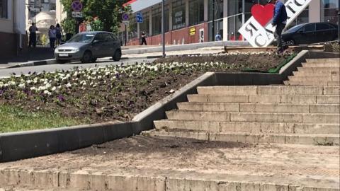 Саратовские коммунальщики развели грязь на Волжской