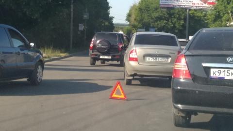Две столкнувшиеся легковушки перекрыли дорогу в Солнечный