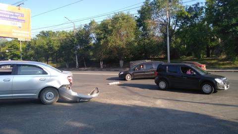 """""""Шкоде"""" оторвало бампер в аварии на Московском шоссе"""