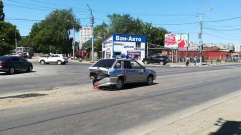 Полицейскую машину протаранили в зад возле Воскресенского кладбища
