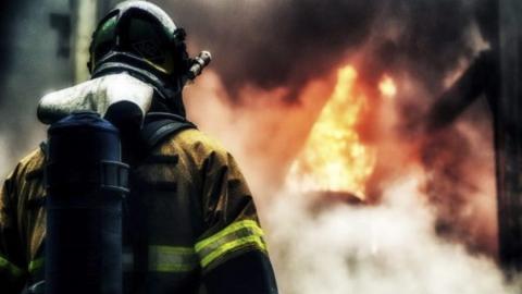 Заброшенный киоск выгорел в поселке Сенной