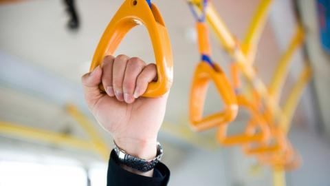 Пенсионерка упала в автобусе