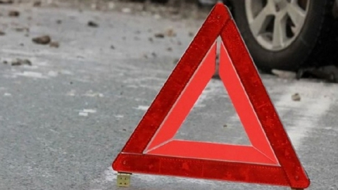 Мужчина сбил пешехода во дворе дома