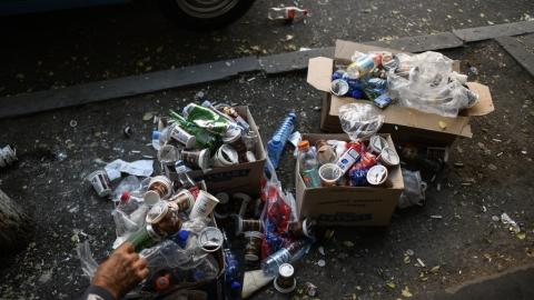В России предложили запретить одноразовые пластиковые пакеты и посуду