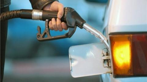 Саратовец за две недели заправился корпоративной топливной картой почти на 62 тысячи рублей