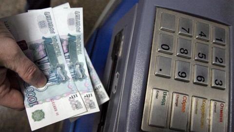 Мужчину задержали за кражу денег из банкомата
