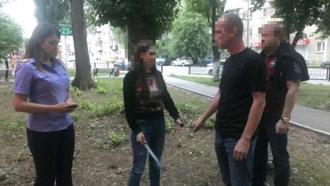 Суд арестовал подозреваемую в убийстве парня девушку