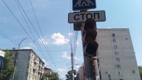 На пешеходной зоне Саратова вторые сутки не работают светофоры