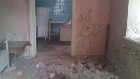 В бывшем филиале медико-санитарной части поселились бездомные