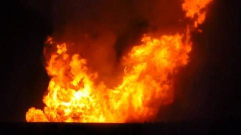 Ночью пятеро пожарных тушили баню в садовом товариществе