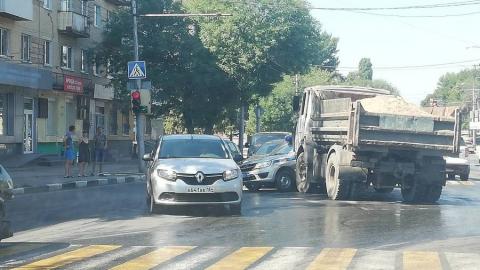 Массовая авария с машиной Росгвардии произошла в Заводском районе Саратова