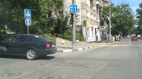 Светофоры на оживленном перекрестке в Саратове проработали всего три дня