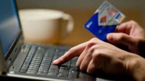 Молодого саратовца поймали на краже денег с карты женщины