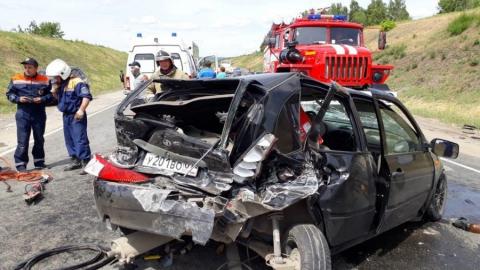 11-летний мальчик, его мать и двое мужчин ранены в аварии с пятью машинами на трассе