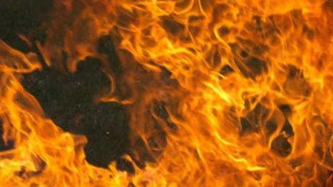 Житель Энгельса обгорел из-за пролитого из канистры бензина