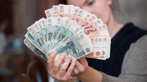 В Саратовской области средняя зарплата за год выросла на 7,4 процента