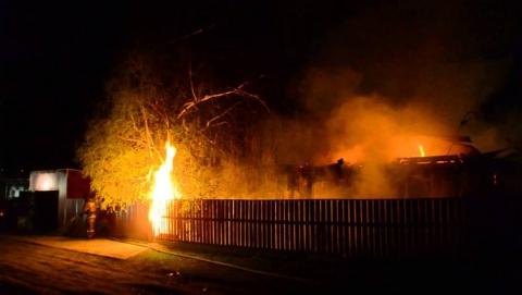Ночью сгорел нежилой дом