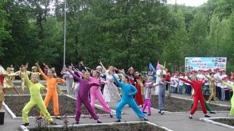 На Кумысной поляне начали открывать детские летние лагеря