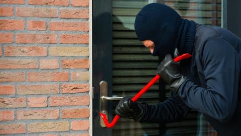 Житель Саратова взломал магазин