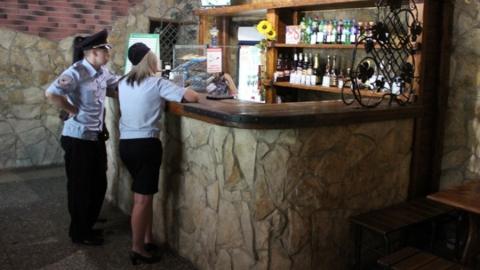15 саратовских торговцев попались на продаже алкоголя в День молодежи