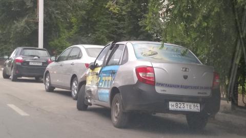 В аварии у телецентра разбился таксист