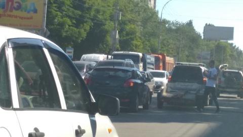 Авария вызвала полуторакилометровую пробку на улице Чернышевского