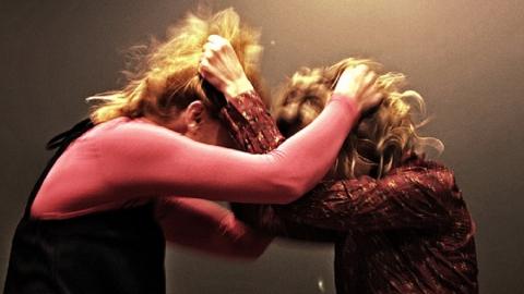 Конфликт между двумя женщинами привёл к полёту одной из них с балкона