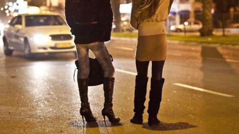Трех проституток из Энгельса оштрафовали на их часовые заработки