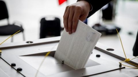 На довыборы в областную думу выдвинуто три претендента, в городскую - девять