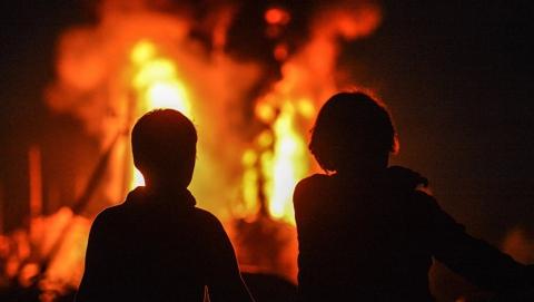 Дедушка спас внуков из огня