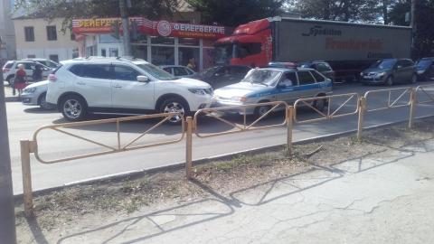 Nissan протаранил машину ДПС, ехавшую к месту другой аварии