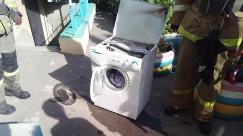 Пожарные вынесли стиральную машинку из девятиэтажки на Валовой
