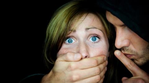 Жителя Энгельса подозревают в сексуальном насилии против девушки