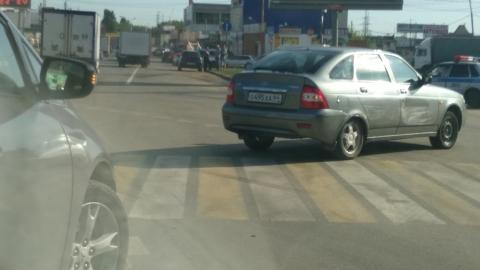 Две столкнувшиеся машины заблокировали выезд из Саратова