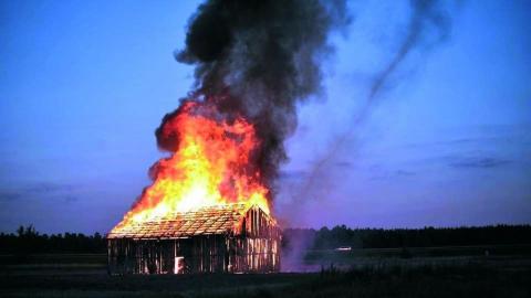 Ночью горел двор частного дома