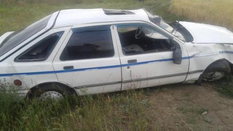 В перевернувшейся на проселке машине погиб водитель