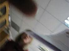 На депутата Селезнева напали женщины. Видео