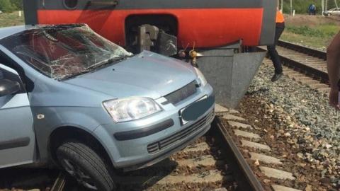 Женщина на малолитражке влетела под поезд рядом с Энгельсом