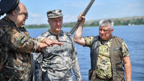 Саратовскому губернатору за 40 минут тралом выловили тонну рыбы
