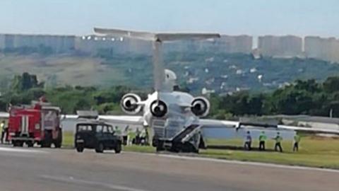 Самолет из Сургута со 110 пассажирами на посадке в Саратове выкатился со взлетной полосы