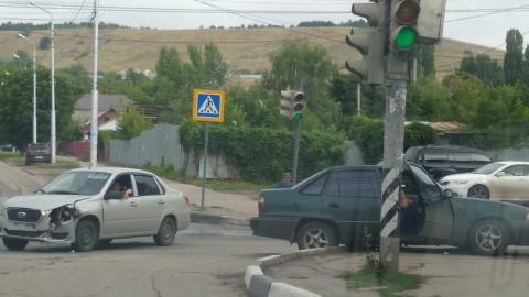 На Московской «Нексия» столкнулась с «Датсуном» и вылетела на тротуар