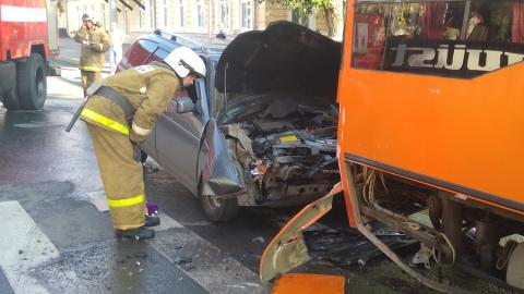 """В столкновении """"Приоры"""" с троллейбусом погибла женщина, ранены двое"""