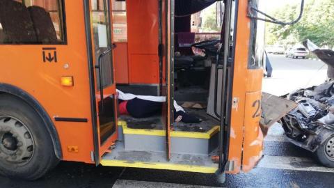 Погибшая в сегодняшней аварии женщина пробила телом лобовое стекло троллейбуса