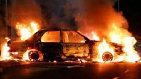 Ночью в Саратове сгорела дорогая иномарка