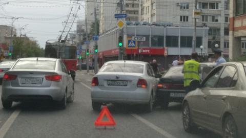 """На Московской """"Фольксваген"""" и """"десятка"""" устроили пробку"""