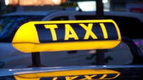 Таксиста подозревают в краже у саратовского студента