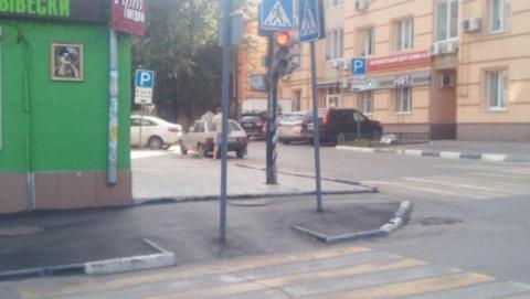 Дорожный знак, перекрывший пандус, перенесут в другое место