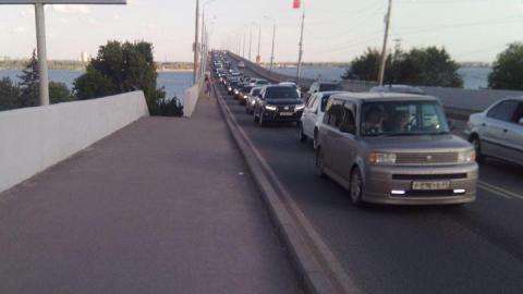 Пожар на Соколовой стал причиной огромной пробки на мосту между Саратовом и Энгельсом