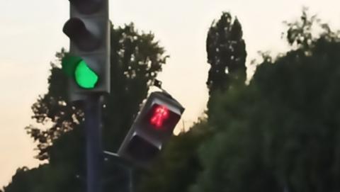 «Саратовтранссигнал» отремонтировал сломанный светофор в Заводском районе